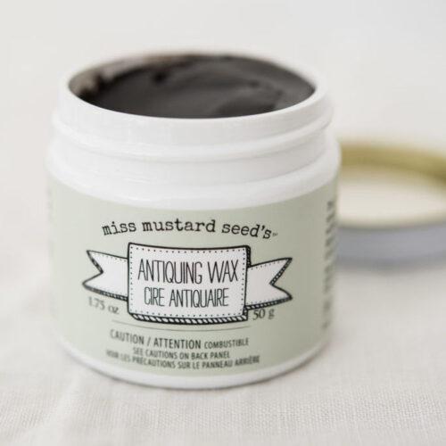 Das schwarz pigmentierte, fast geruchsfreie Wachs Miss Mustard Seed's Milk Paint